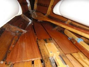 Bodenbrett für den Bug im Holzpiraten