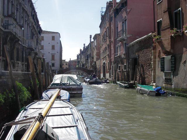 holzpirat org Venedig  morgens vom Boot