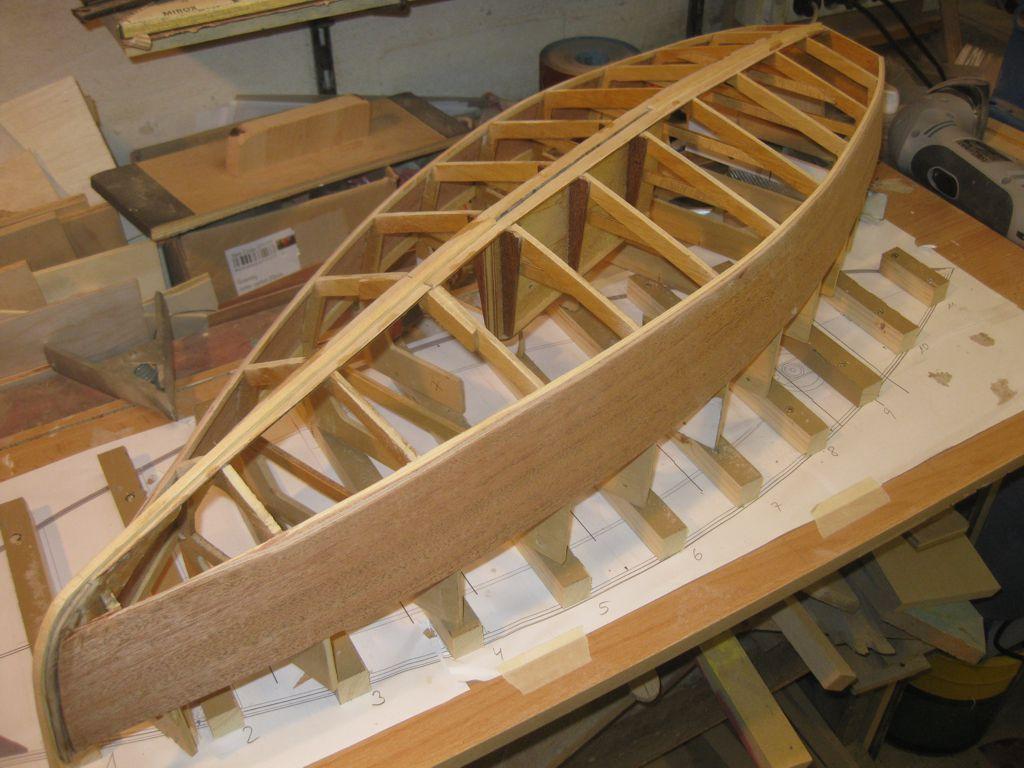 pluh99-Modell-Gerippe_erste Planken_klein