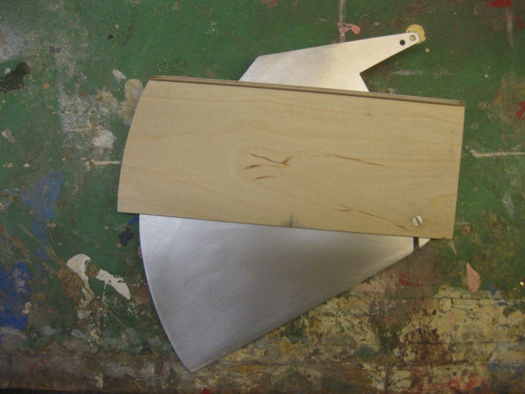 pluh99-Modell-Schwertkasten01_klein