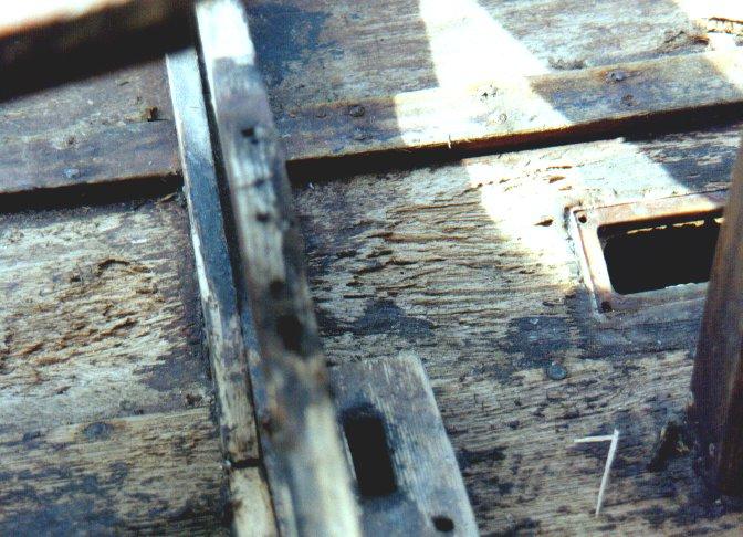 Lenkzklappenlöcher - Planke halb durch