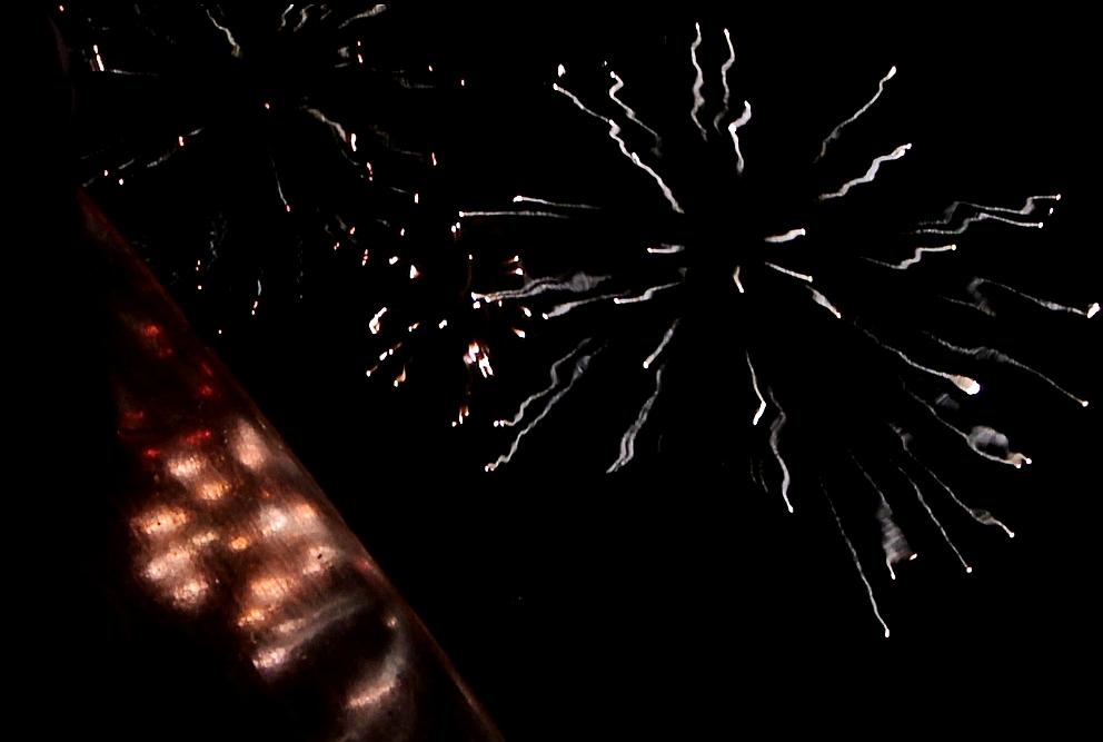 flame3-Feuerwerk-auf-dem-Holzdeck