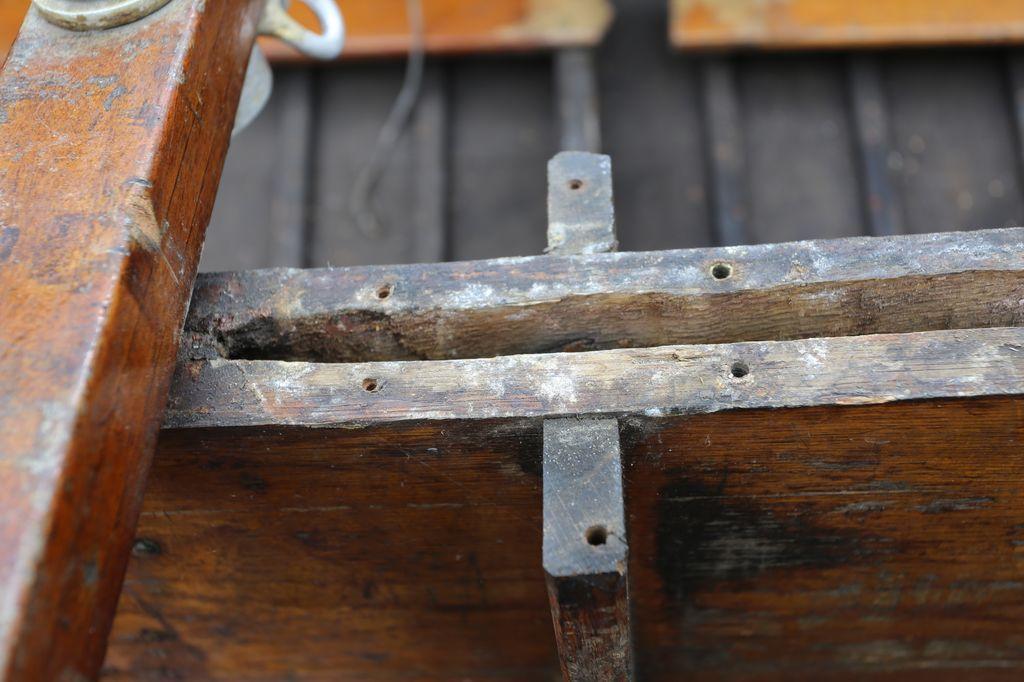 Giorgio Holzpirat Schwertkasten oben achtern