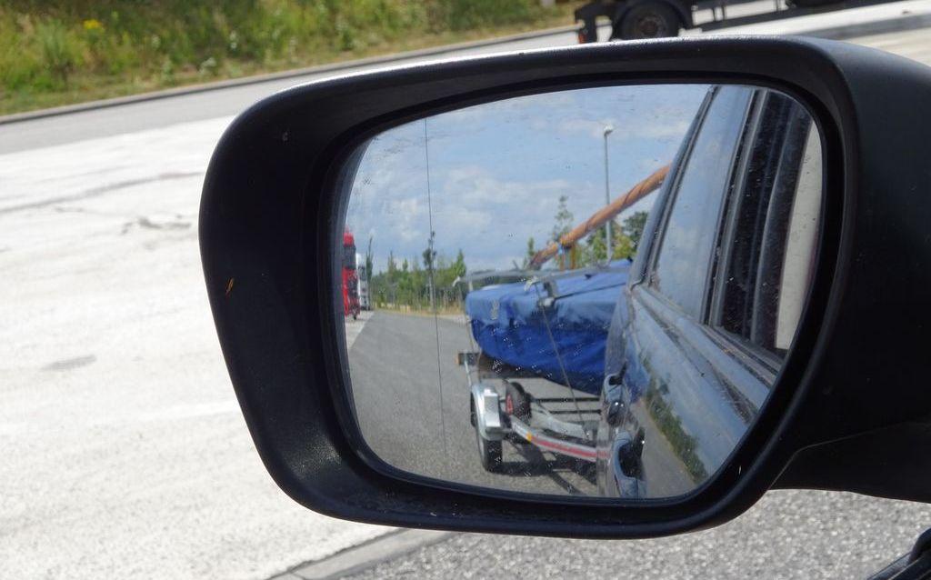Bootstrailer im Rückspiegel DSC